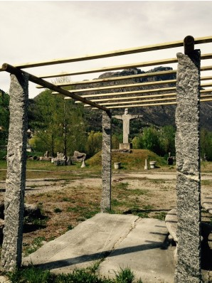 Gazebo con Pergole in Beola Grigia a Spacco e copertura in Legno - Magic Stone De Giuli