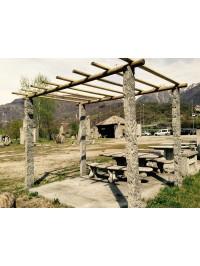 Gazebo avec Pergola en Beola Grise travaillée avec Marteau et Burin et Couverture en bois